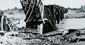 Felrobbantott vasúti híd