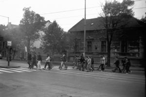 A fővárosi demonstrációhoz csatlakozók útban a vasútállomáshoz
