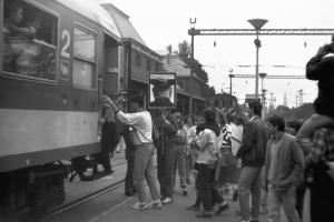 A fővárosi demonstrációhoz csatlakozók vonatra szállnak