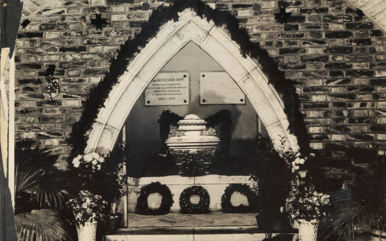 Klebelsberg sírja a Fogadalmi templom kriptájában (1932.10.15.)