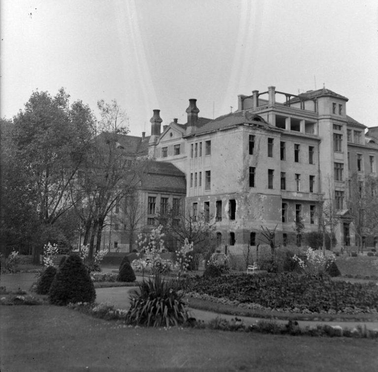A II. sz. belklinika épülete 1944-ben (Fortepan / Fortepan)