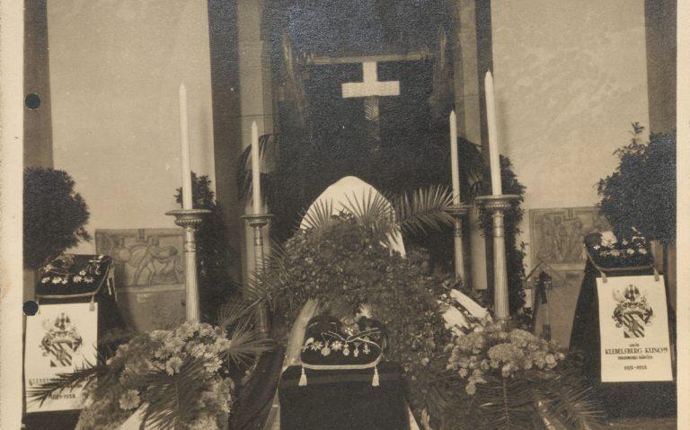 Klebelsberg ravatala a Nemzeti Múzeum csarnokában (1932.10.13.)