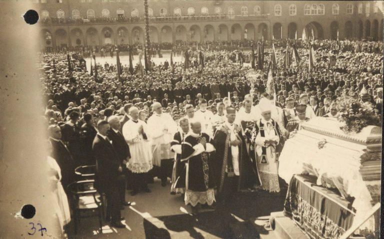 Gyásszertartás a Dóm téren (1932.10.15.)