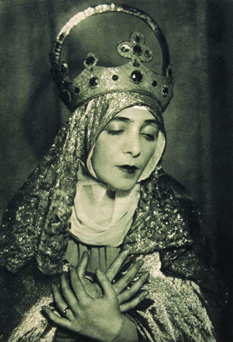 Aczél Ilona mint Szűz Mária